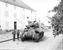 Lt. Harris' tank at Vagney 1a.jpg (98890 bytes)